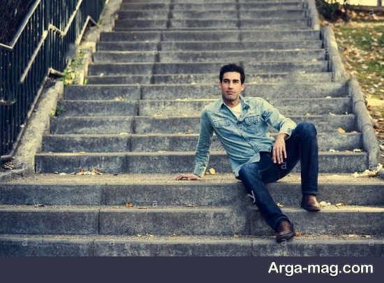 فیگور جالب پسرانه روی پله