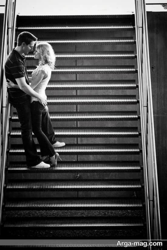 عکس با ژست مناسب و متفاوت روی پله
