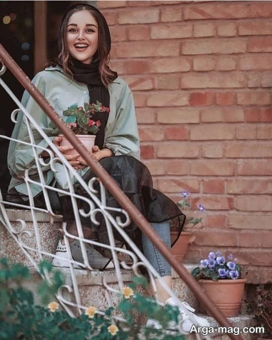 عکس دخترانه روی پله