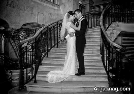 ژست عکس عروس و داماد روی پله