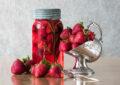 آشنای با طرز تهیه ترشی توت فرنگی