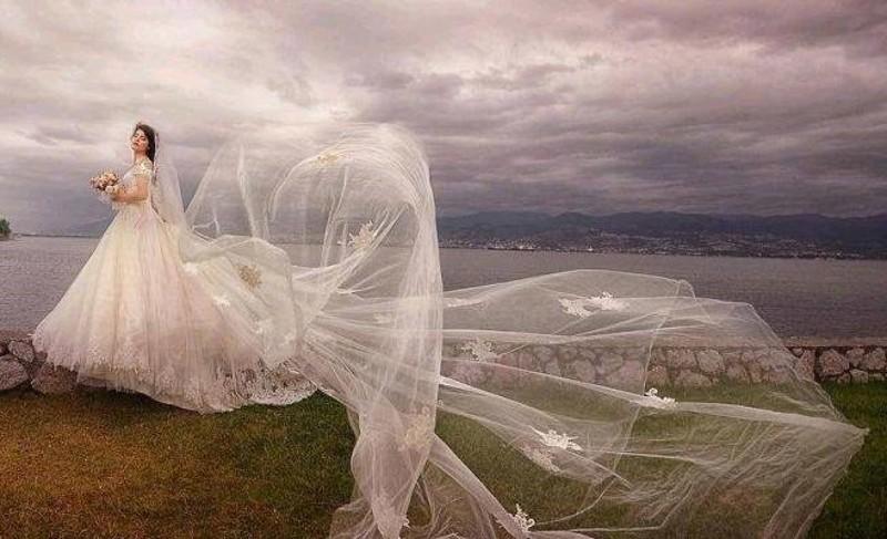 لباس عروس دنباله دار به روز