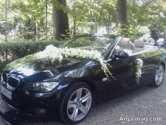 زیباسازی و تزیینات ماشین عروس مشکی رنگ با گل های سفید