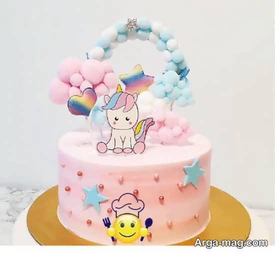 تزیینات کیک تولد نوزاد با استفاده از تم صورتی