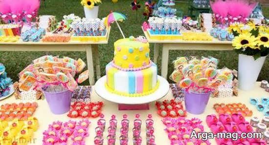 تزیین خوردنی های جشن تولد مانند نوشیدنی ها و دسرها