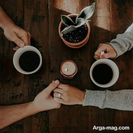 ژست زیبا با قهوه در کافی شاپ