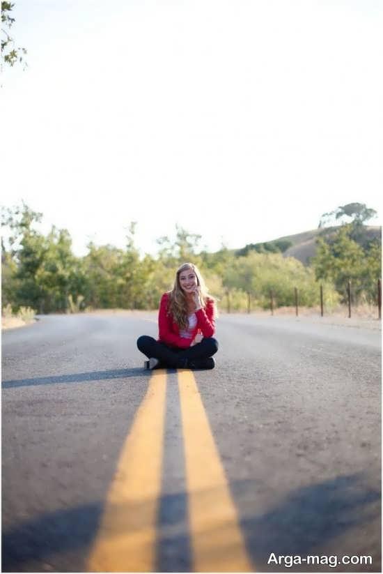 ژست عکس در جاده زیبا و جدید