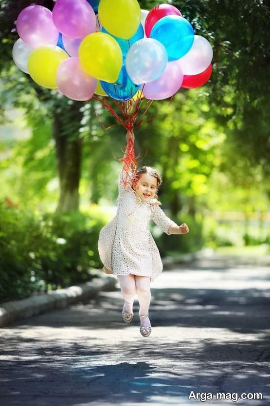 ژست عکس کودکانه با بادکنک