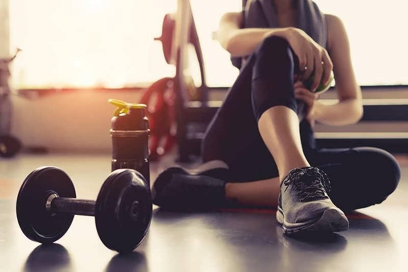 بعد از ورزش حتما دوش بگیرید.
