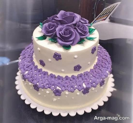 کیک های عروسی دو لایه ای با تزیینات گل و روبان