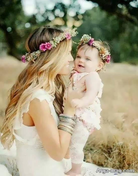 ژست عکس مادر و دختر در بیابان