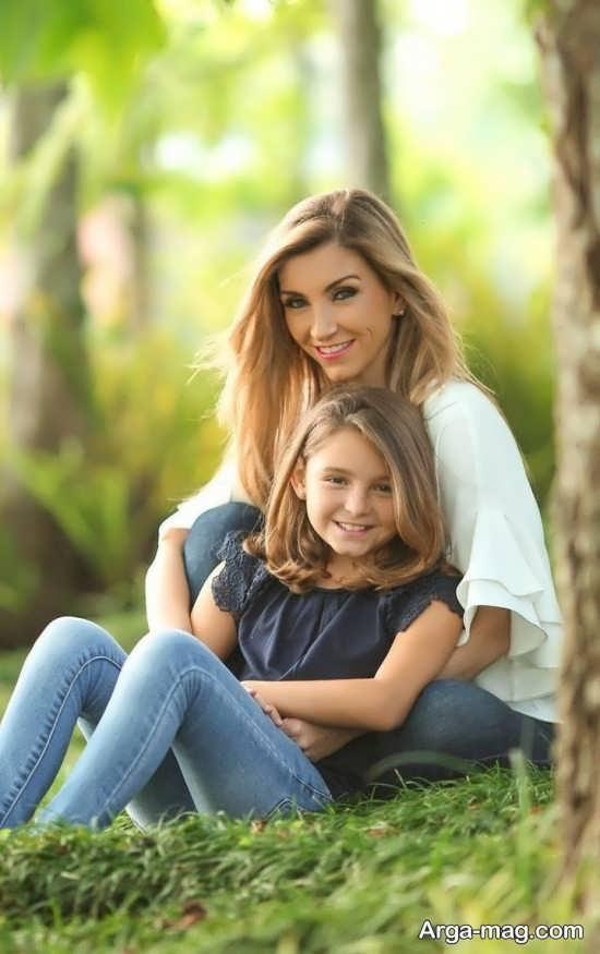 ژست مادر و دختر در طبیعت