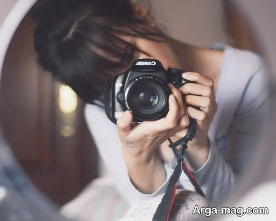 ژست عکس لاکچری دخترانه با دوربین