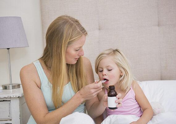 معرفی ترفند دارو دادن به کودک