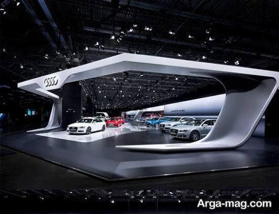 مجموعه ای دوست داشتنی از دکوراسیون نمایشگاه اتومبیل با نورپردازی متناسب با رنگ و نوع خودرو