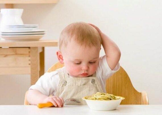 بد غذایی کودک ممکن است برای جلب توجه شما باشد.
