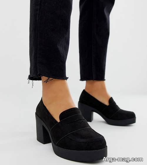 کفش مشکی و پاشنه دار