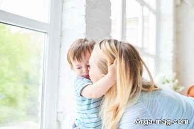 چگونه با کودکان دلبسته رفتار کنیم
