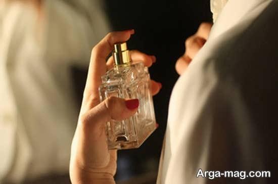 حذف بوی عطر از روی لباس