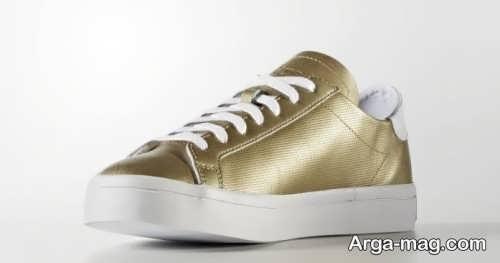 کفش زیبا و اسپرت طلایی