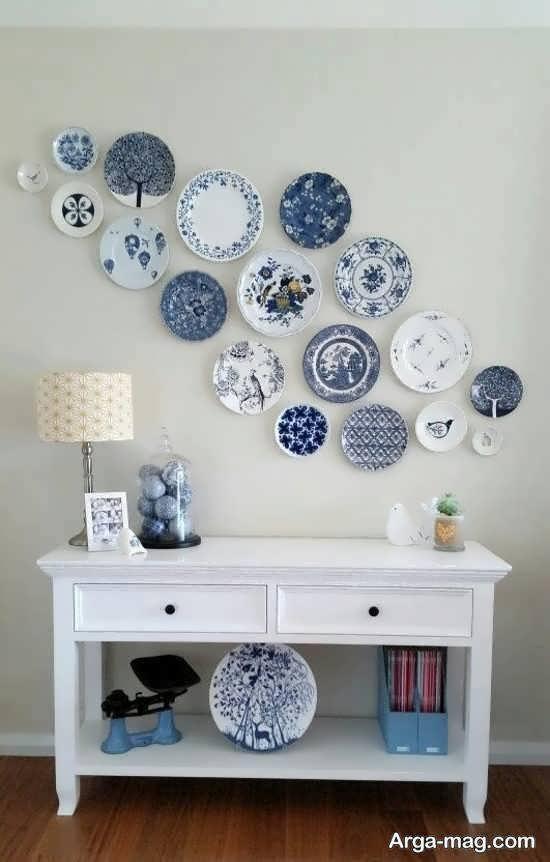 ایده ی زیباسازی و پوشاندن دیوارهای خالی خانه با ظروف رنگی