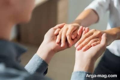 اثرات مثبت گرفتن دست همسر