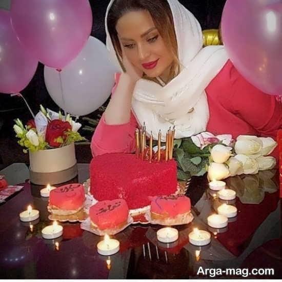 انواع ژست زیبا دخترانه با کیک تولد