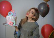 آشنایی با انواع ژست عکس با کیک تولد