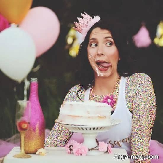 ژست بامزه و باحال با کیک تولد