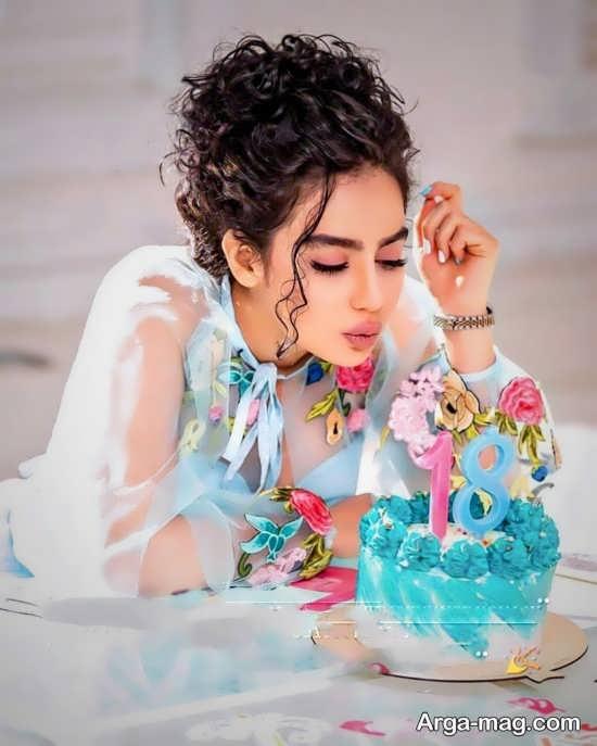 ژست جالب و زیبا دخترونه با کیک تولد