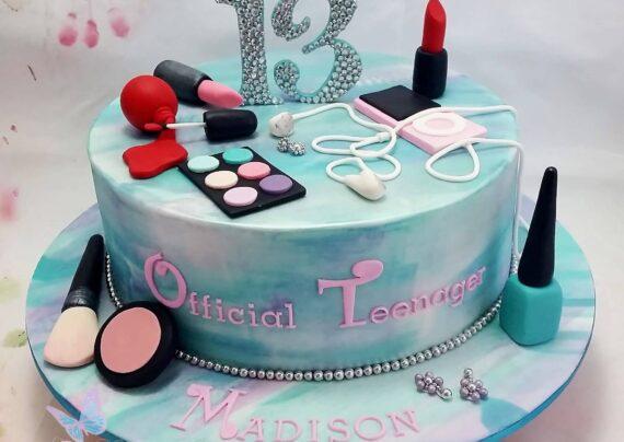 ایده های زیبا و شیک تزیین کیک تولد نوجوان