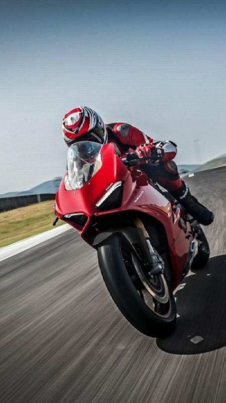 عکس خاص و زیبا موتور سواری پسرانه
