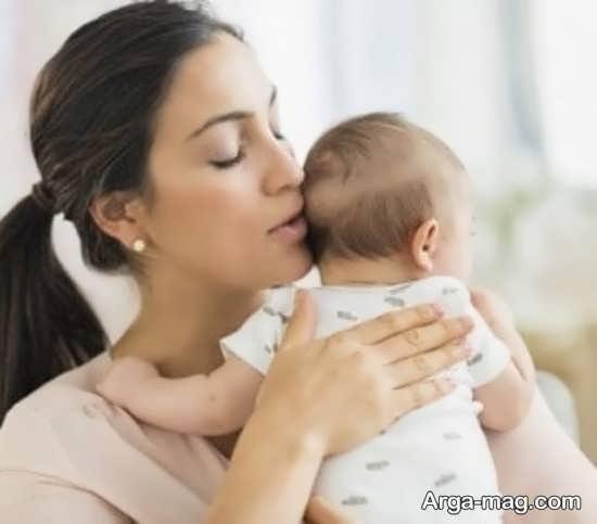 روش درست گرفتن آروغ کودک