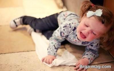 در زمان آسیب دیدن کودک باید با اورژانس تماس بگیرید.