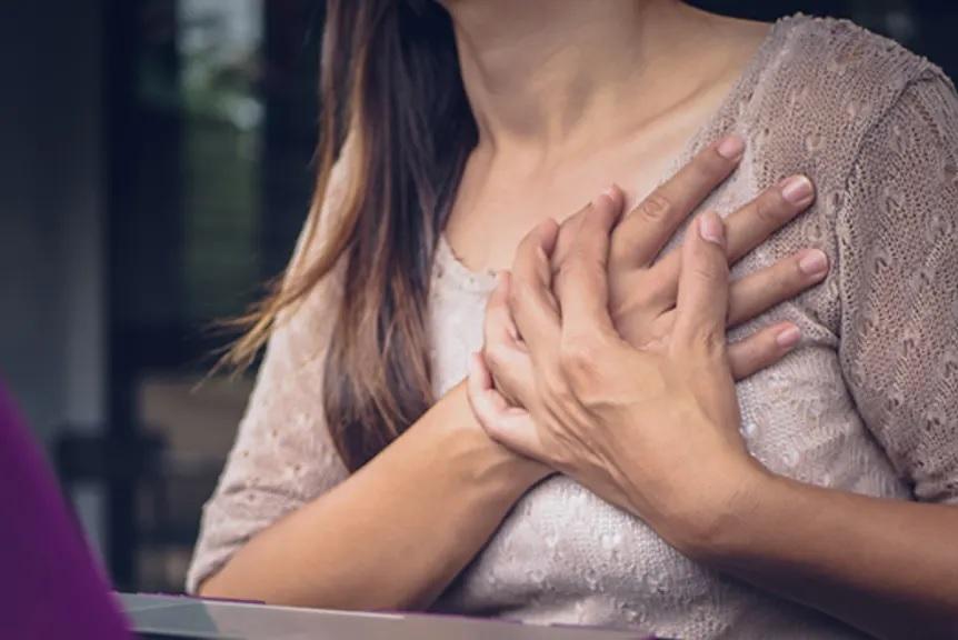 علت تیر کشیدن سینه