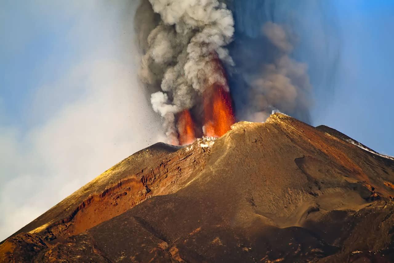آشنایی با آتشفشان فعال