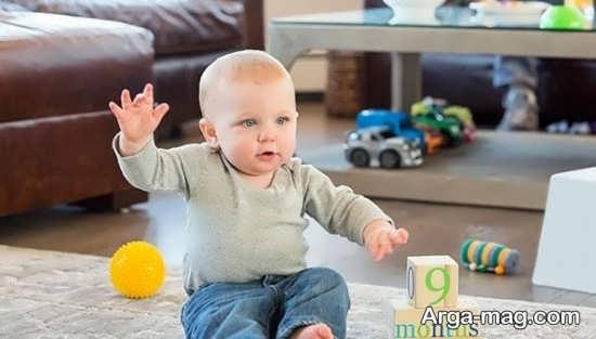 حرکات دست نوزاد در سنین مختلف