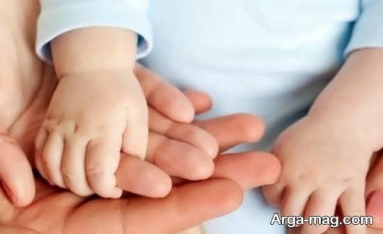 مراحل رشد حرکات دست نوزاد