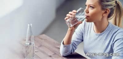 تاثیر نوشیدن آب در از بین بردن پف پلک
