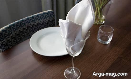 دستمال سفره درون لیوان