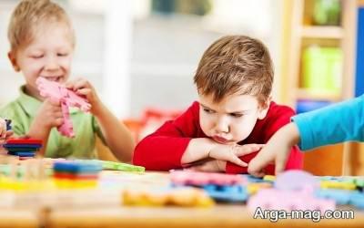 تربیت درست کودکان وظیفه والدین می باشد.