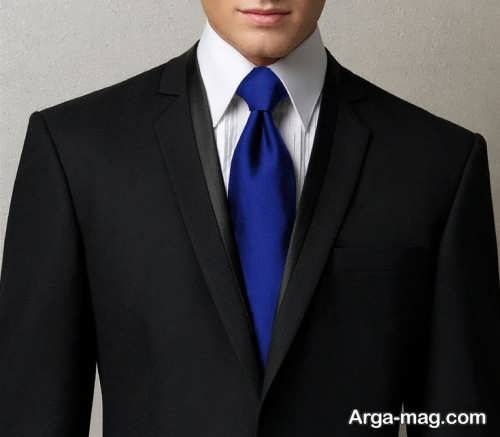 کراوات آبی مناسب کت شلوار مشکی