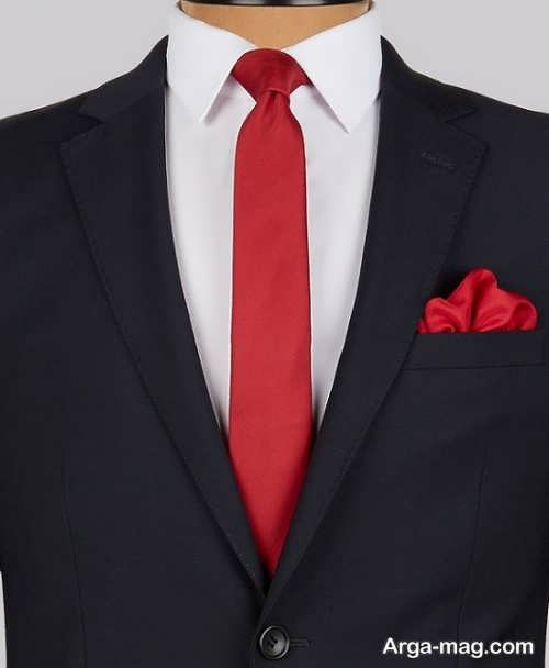 کراوات قرمز برای کت مشکی