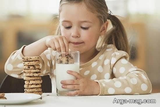 مضرات خوردن بیسکویت برای کودک