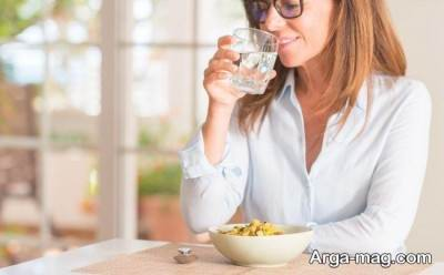 مشکلات آب خوردن بین غذا