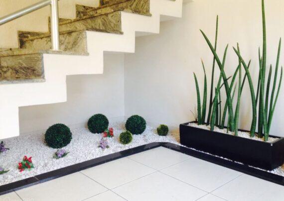 آشنایی با گل های مناسب راه پله