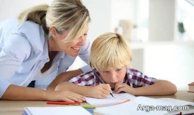 کمک کردن به فرزند برای انجام تکالیفش