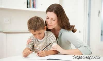 چگونه به کودک در حل تکالیف کمک کنیم؟