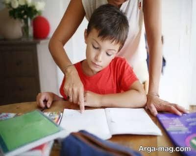 شیوه صحیح کمک به فرزند در حل تکالیف