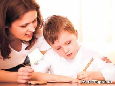 کمک کردن به فرزند جهت انجام تکالیف